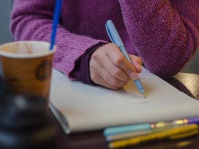 writer writing-w